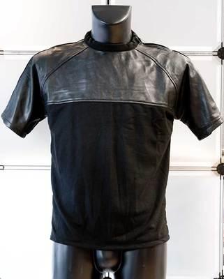 T-Shirt mit Ledereinsatz