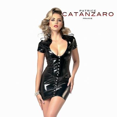 Uniformkleid aus schwarzem Lack