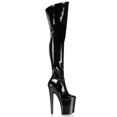 Oberschenkelhohe Stiefel mit Plateau Lack schwarz