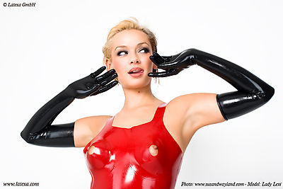 Longline-Latex-BH mit Brustwarzenöffnung Latexa 1136A
