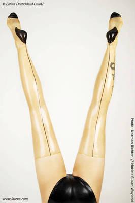 Lange dünne Latexstrümpfe mit schwarzer Naht, 82 cm