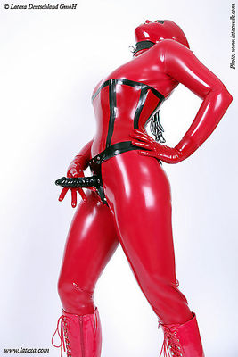 Strap On aus Latex Latexa 3200
